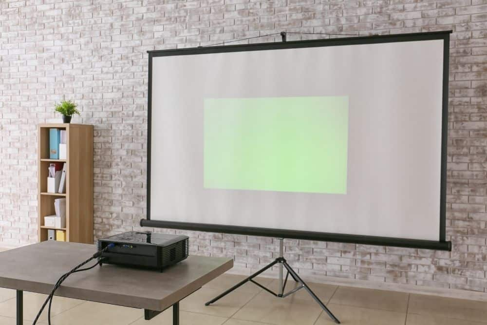 a projector focusing at a short distance for smaller pictures