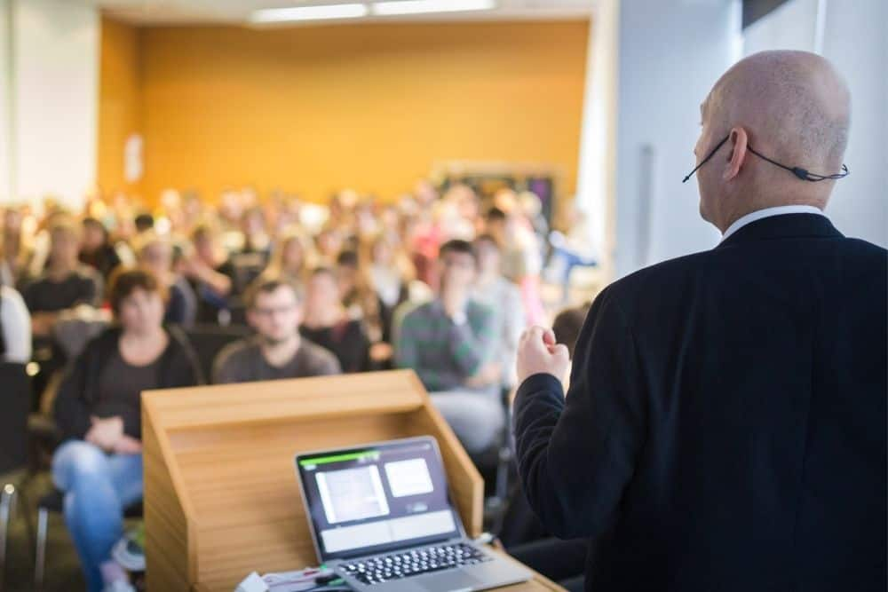 businessman doing presentation with presenter view in powerpoint