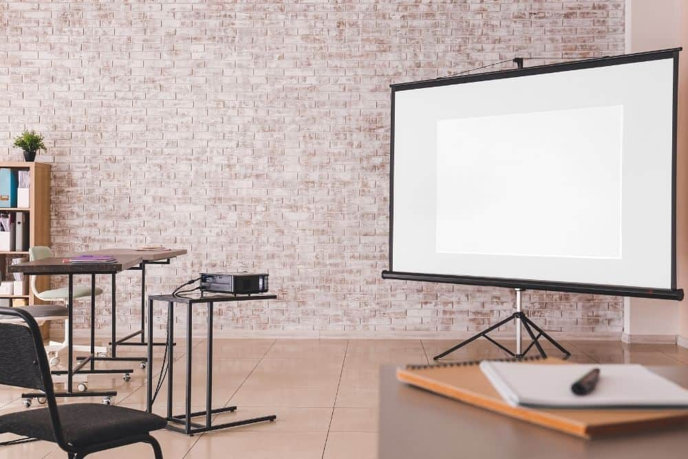 set up projector and screen