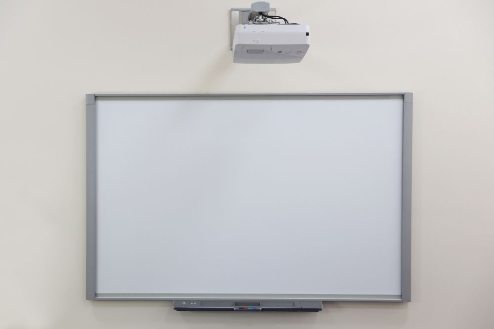an interactive projector with white board