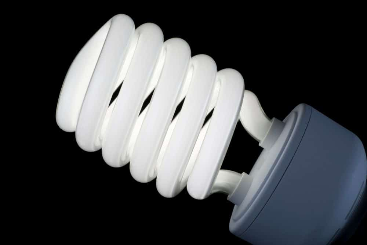fluorescent bulb contains mercury