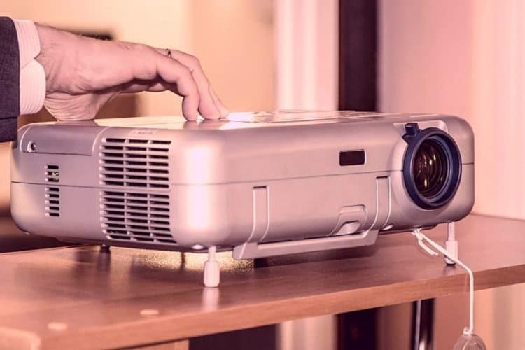 How To Turn Off Your Projector Properly? (Epson, Optoma)