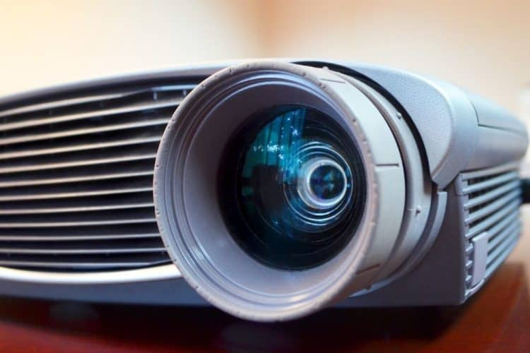 Optical zoom projector