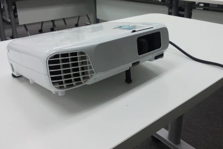 projector fails to warm up