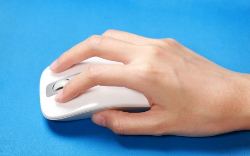 a person using mouse