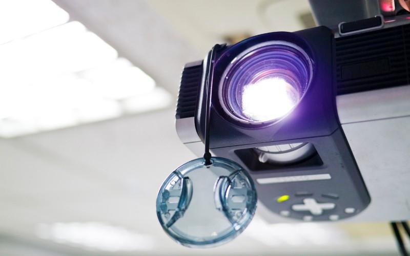 how long do epson projector bulbs last